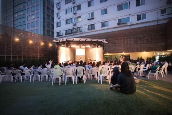 오는 23일과 29일 재즈 공연과 영화 상영이 진행되는 서울 종로구 낙원악기상가 4층 아트라운지 '멋진하늘'의 모습. /사진제공=우리들의 낙원상가