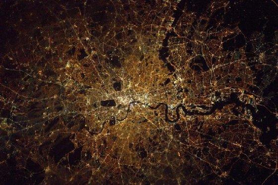 우주비행사가 촬영한 '금빛 파리의 야경'