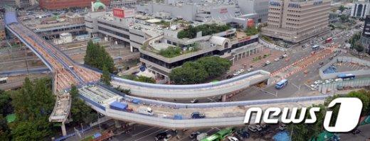 [사진]서울역 고가 새 바닥 작업 시작