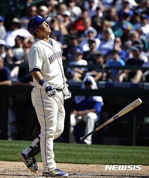시애틀 매리너스의 이대호(34)가 18일(한국시간) 미국 워싱턴주 시애틀의 세이프코 필드에서 벌어진 2016 메이저리그(MLB) 휴스턴 애스트로스와의 경기에서 6번타자 겸 1루수로 선발 출전했다. /사진=뉴시스