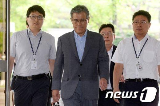 [사진]강현구 롯데홈쇼핑 사장, 중앙지법 출석