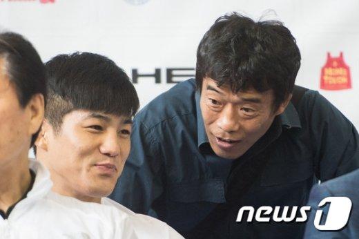 [사진]심권호 '현우야 잘해'