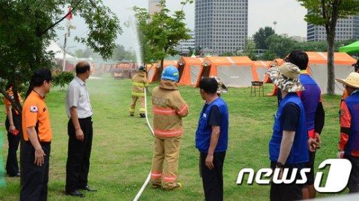 [사진]여의도 캠프장에서 진행된 방수훈련