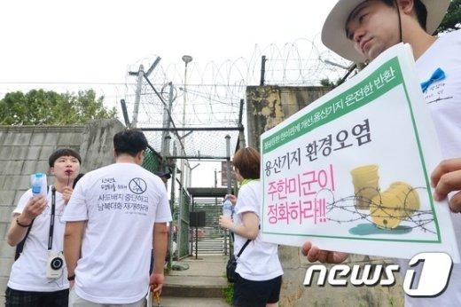 [사진]'용산기지 앞을 가다'