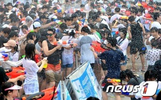 [사진]한강 물싸움 축제
