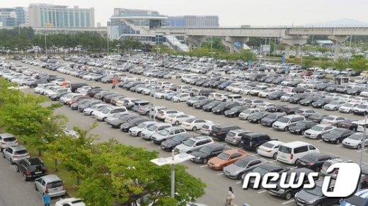 [사진]가득찬 인천공항 주차장