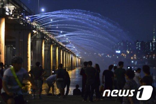 [사진]낮엔 폭염, 밤엔 열대야 '지친다'