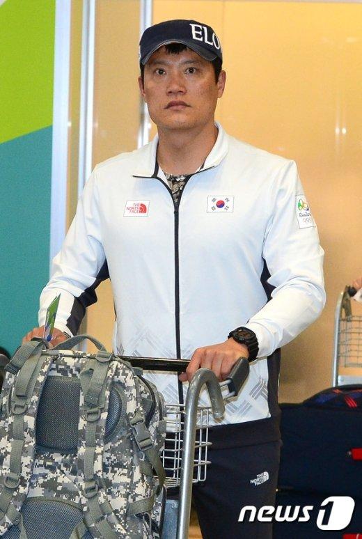 [사진]리우 도착한 펜싱 조희제 감독