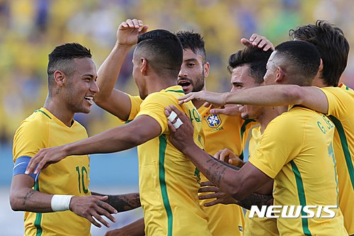 Brazil's Marquinhos, second from left, Brazil's Neymar, left, and teammates celebrate after scoring during a  friendly soccer game against Japan in preparation for the Olympics games, in Goiania, Brazil, Saturday, July, 30, 2016. (AP Photo/Eraldo Peres)