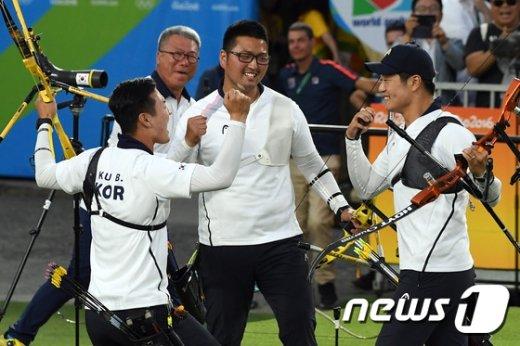 [사진]남자양궁 '금메달 획득'
