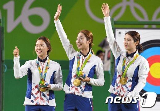 [사진]양궁 태극낭자들 '단체전 금메달'