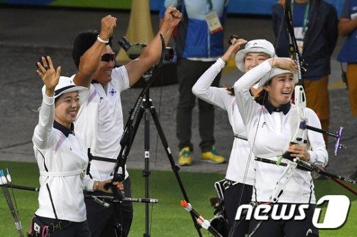 [사진]여자 양궁 '올림픽 8연패 달성'
