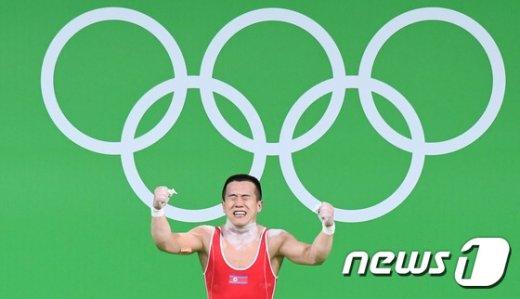 [사진]포효하는 북한 엄윤철 '아쉽게 은메달'