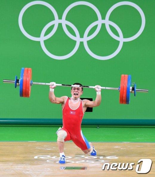 [사진]북한 엄윤철 은메달 획득