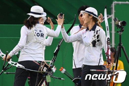 [사진]여자 양궁 '금메달은 우리 것'