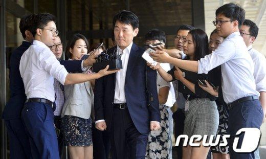 [사진]이장석 넥센 히어로즈 대표, 검찰 출석