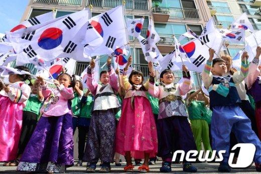 [사진]'한복입고 대한민국 만세'