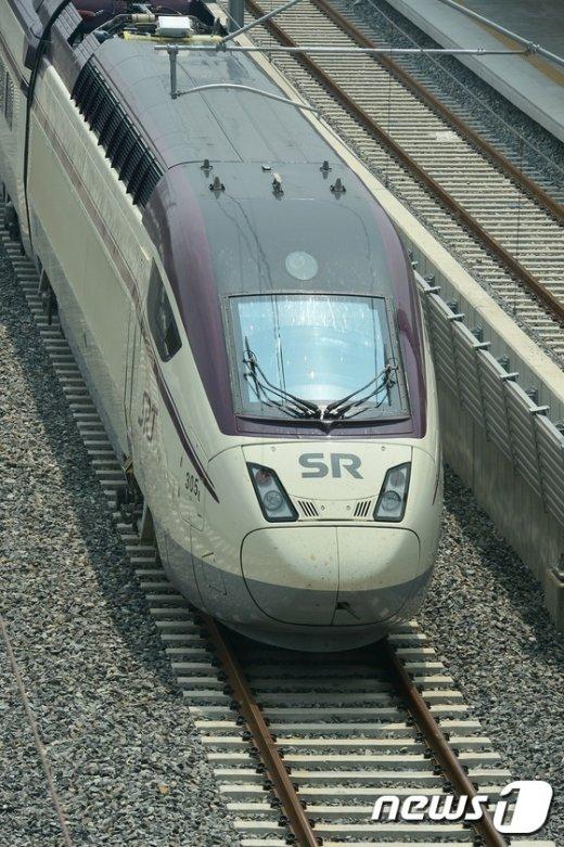 [사진]철로에 올라간 SRT