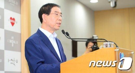 [사진]박원순 서울시장 '청년수당 재검토 해야 한다'