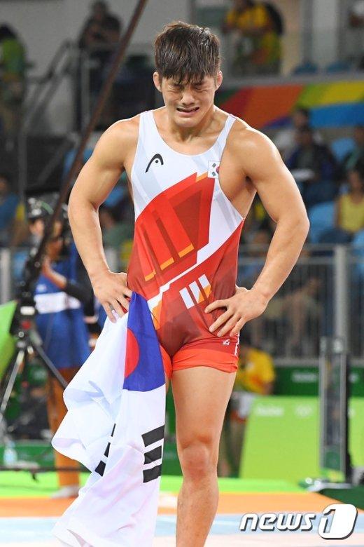 [사진]김현우 '판정 억울함 딛고 동메달 획득'