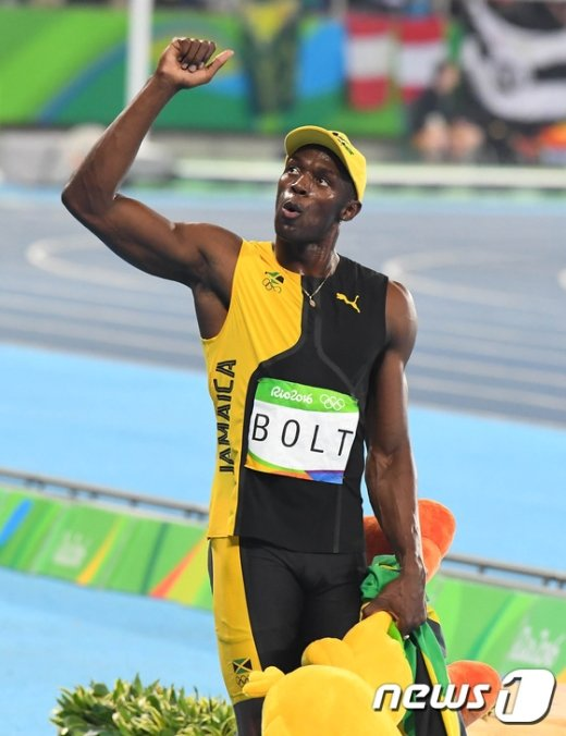 [사진]볼트 '100m 우승자는 접니다!'