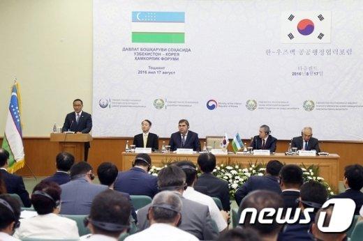 [사진]홍윤식 장관, 한-우즈벡 공공행정협력포럼 참석