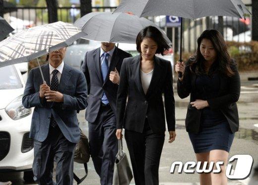 [사진]공직선거법 위반 공판기일 출석하는 김수민 의원