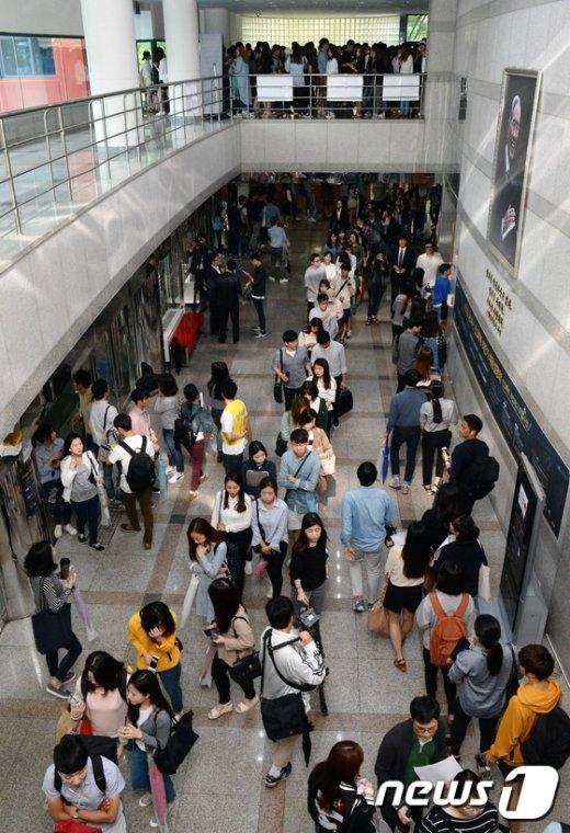[사진]채용설명회에 몰린 취준생들