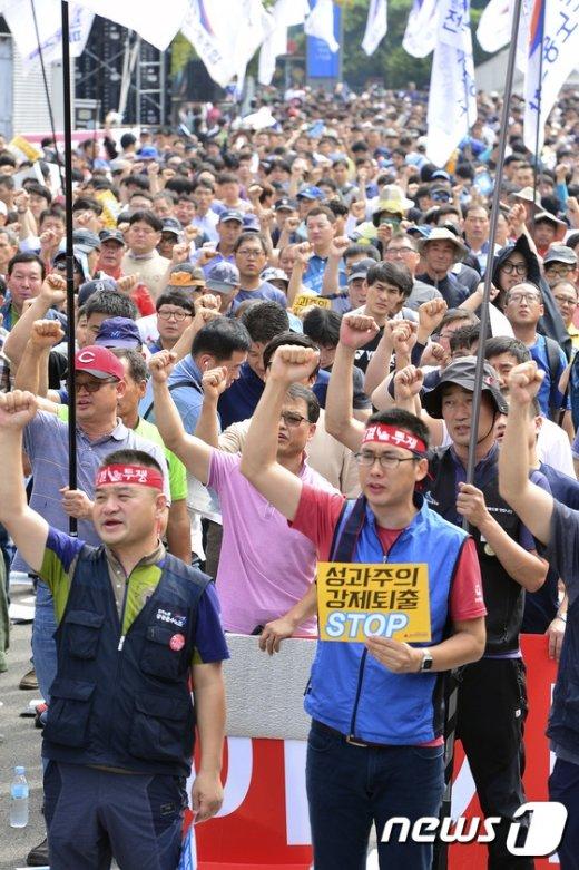 [사진]철도노조 '성과연봉제 폐지 촉구'