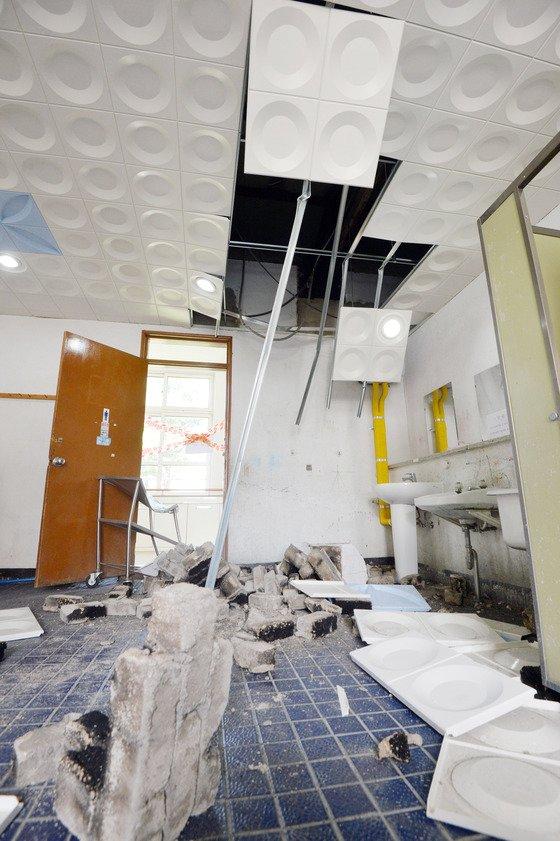 지난 12일 발생한 경주 지진으로 피해입은 한 학교의 모습. /사진=뉴스1