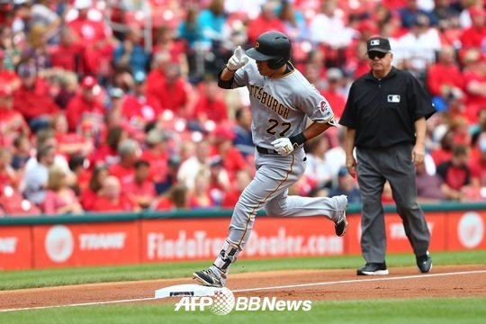 시즌 21호 홈런을 터뜨린 강정호. /AFPBBNews=뉴스1<br /> <br />