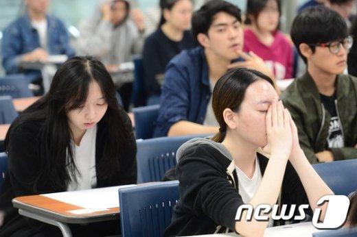[사진]'기도하는 수험생'