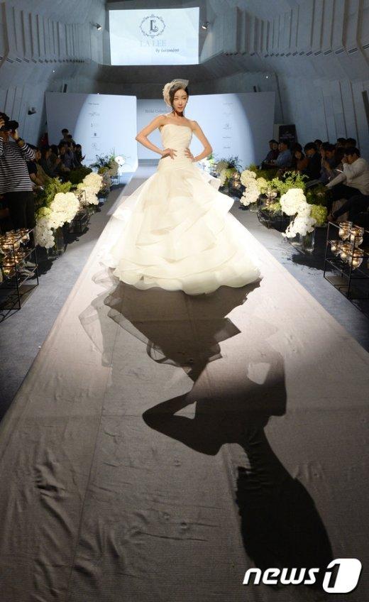 [사진]'어떤 웨딩드레스가 좋을까'