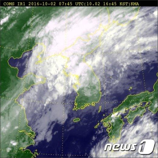 2일 오후 4시45분 기준 전국 위성사진. (기상청 홈페이지 캡처) © News1