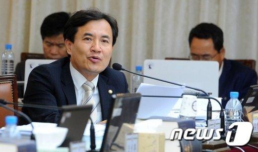 국히 법제사법위원회 소속 김진태 새누리당 의원. /뉴스1 © News1 여주연 기자