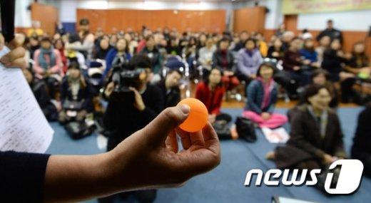 서울시내의 한 공립 유치원에서 열린 2016학년도 유치원 원아 추첨식. /뉴스1 © News1 허경 기자