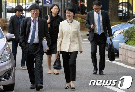 [사진]법원 출석하는 박선숙 의원