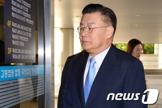 [사진]법원 들어서는 허준영