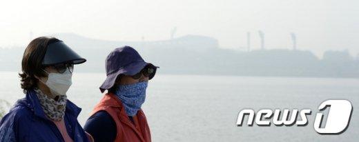 [사진]미세먼지가 삼킨 도심