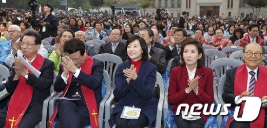 [사진]기독교 사회복지 엑스포 참석한 조윤선-나경원