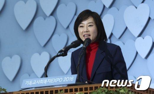 [사진]朴대통령 축사 대독하는 조윤선 장관