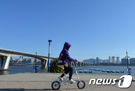 기상청은 20일 전국이 대체로 맑은 날씨를 보이겠다고 밝혔다. /뉴스1 DB.