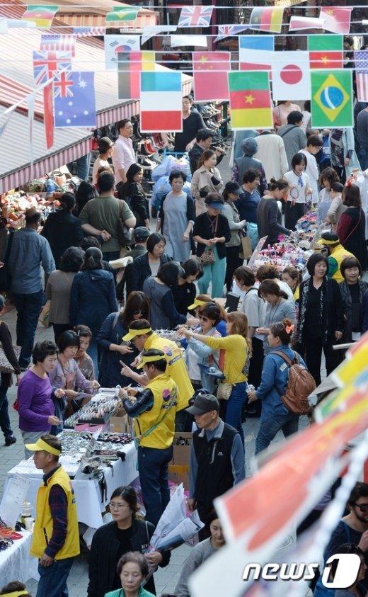 [사진]북적이는 남대문 시장 행사장