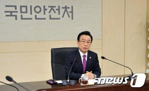[사진]전국 소방지휘관 회의 주재하는 박인용 장관