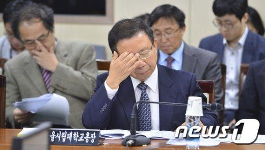 [사진]원윤희 서울시립대 총장 '난감'