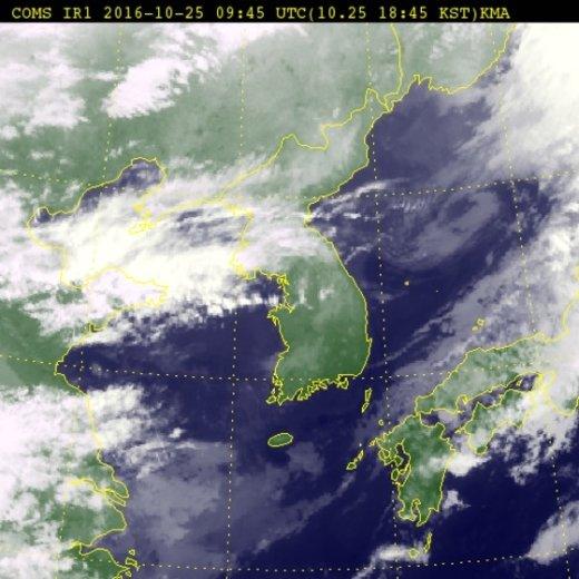 25일 오후 6시45분 기준 위성사진. (기상청) © News1
