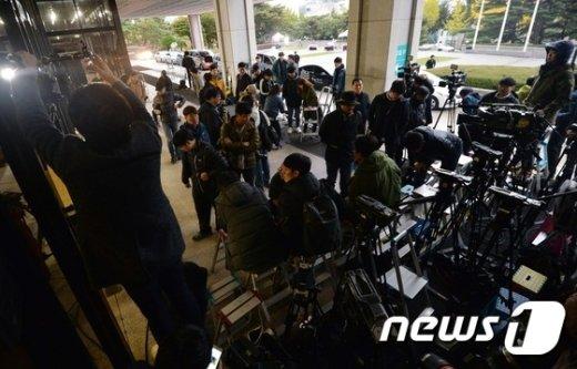 [사진]'최순실 소환'...붐비는 취재진