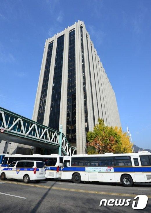 [사진]경찰버스로 둘러싸인 정부서울청사