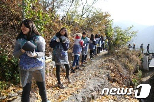 [사진]RCY 청소년들 '저소득층 위한 연탄 나눔'