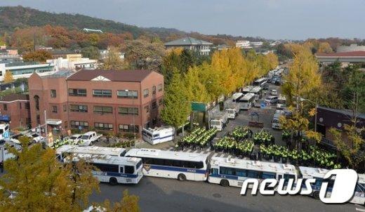 [사진]청와대 앞 행진 허용에 배치된 경찰병력